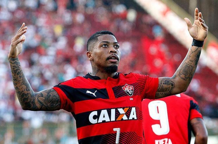 Marinho não faz valer seu futebol apenas por sua habilidade e velocidade descomunais - Foto: Raul Spinassé l Ag. A TARDE