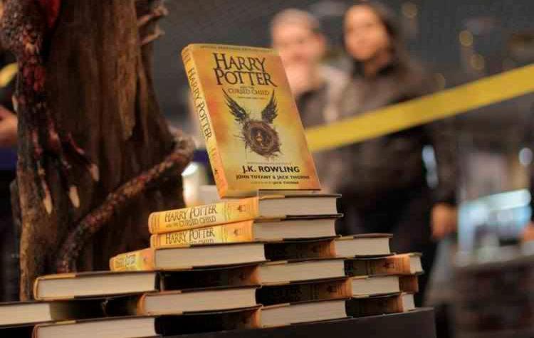 'Harry Potter e a Criança Amaldiçoada' revive o universo criado por J. K. Rowling - Foto: Reprodução   Facebook