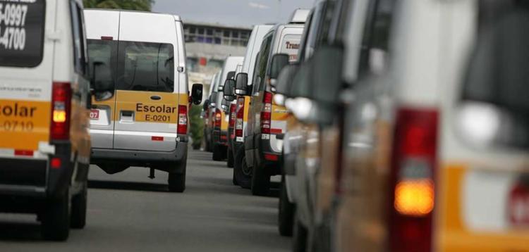 Veículos que transportam estudantes terão que passar por duas vistorias anuais, com custo de R$ 47, cada uma - Foto: Joá Souza | Ag. A TARDE