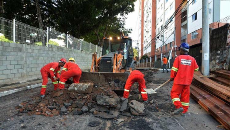 Funcionários da Seman trabalhando na rua Amado Coutinho - Foto: Jefferson Peixoto | Agecom
