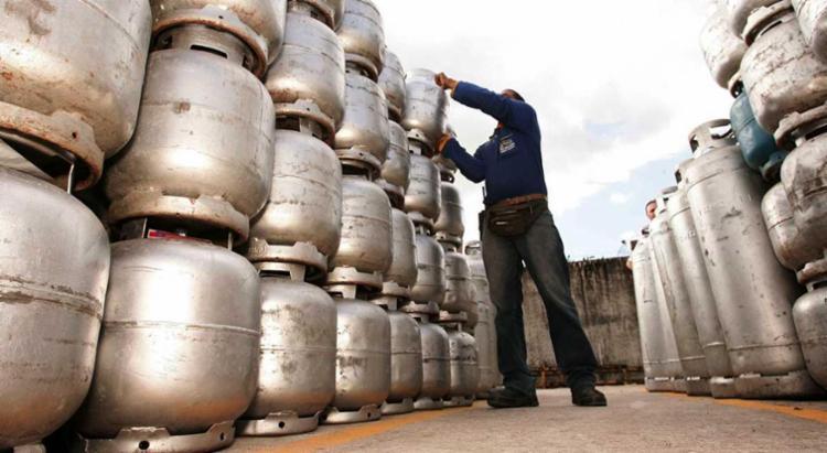 O preço do combustível ficou mais caro a partir desta terça-feira, 1 - Foto: Joá Souza | Ag. A TARDE