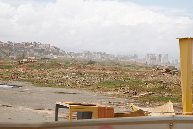 A demolição do antigo shopping Aeroclube, localizado no bairro da Boca do Rio, foi feita em 2014 - Foto: Joá Souza l Ag. A TARDE