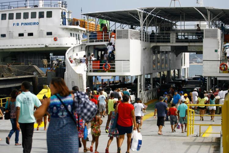Movimento é intenso no Terminal de São Joaquim - Foto: Joá Souza   Ag. A TARDE