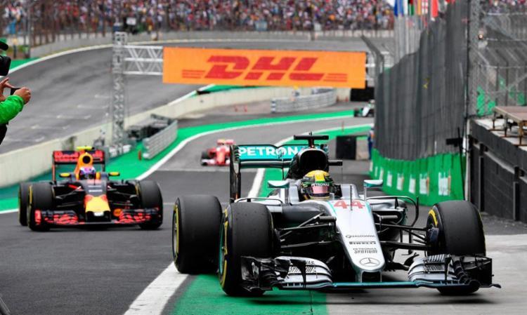 Hamilton levou a melhor sobre o companheiro de equipe Rosberg - Foto: Divulgação | F1.com