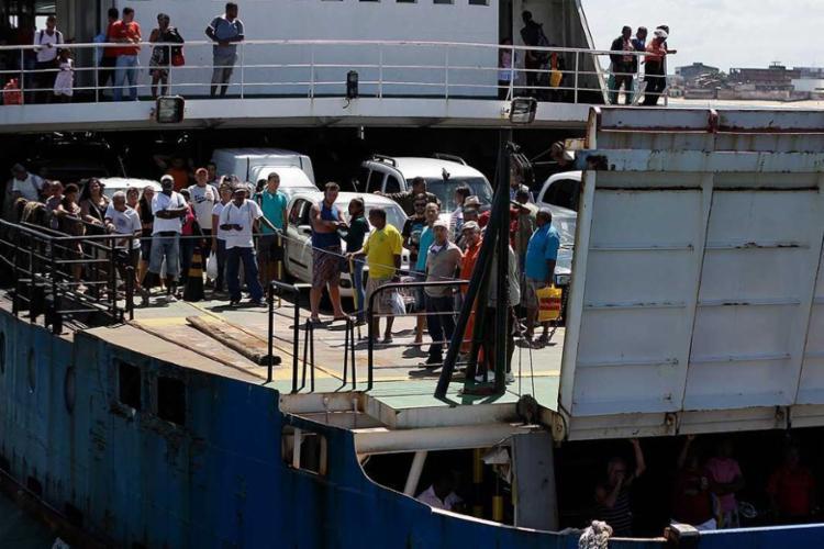 Já para pedestres a espera é de 1h30, segundo a empresa que administra o ferry - Foto: Joá Souza | Ag. A TARDE | Arquivo