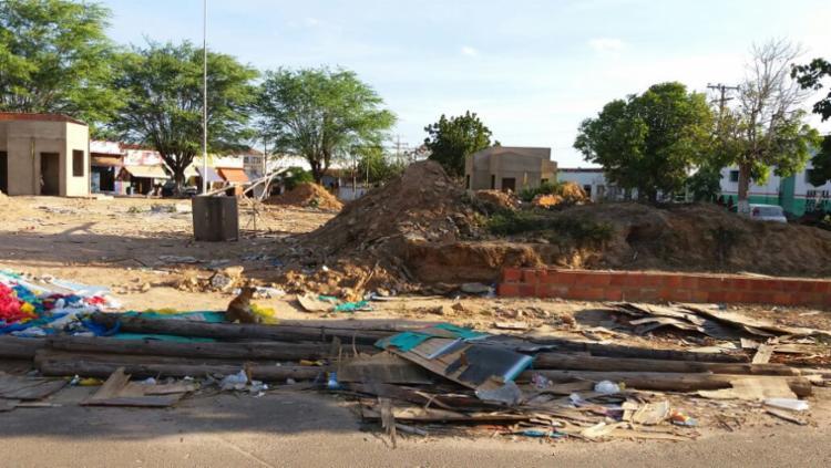 Obra inacabada na praça central da cidade de Sátiro Dias, que estaria parada desde a eleição municipal - Foto: Cleyton de Souza | Divulgação