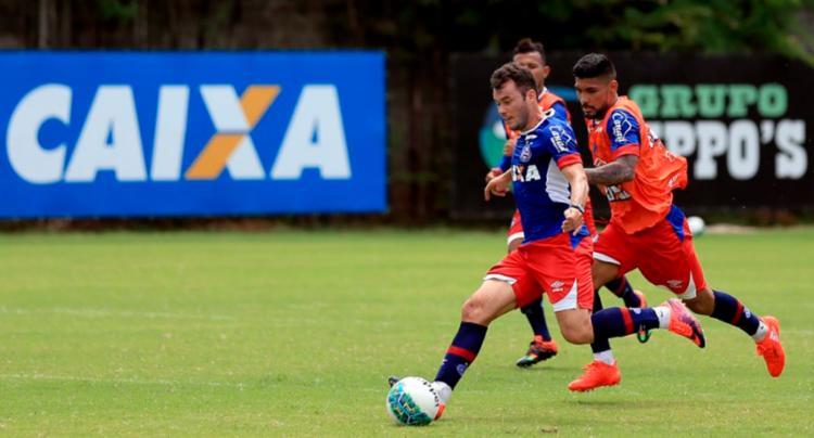 Os reservas fizeram atividade no campo nesta segunda - Foto: Felipe Oliveira   EC Bahia