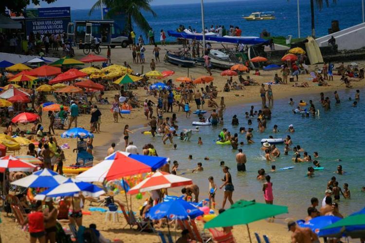 A expectativa é de que muitas pessoas aproveitem o feriado na praia - Foto: Joá Souza   Ag. A TARDE