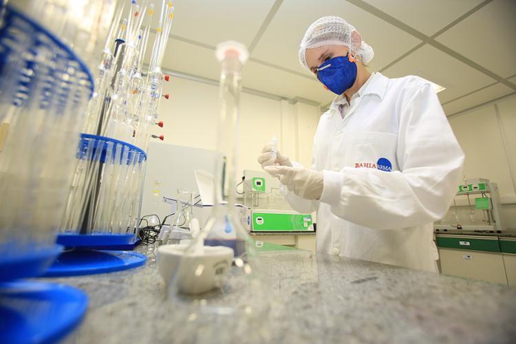 Os kits para diagnóstico rápido de infecção por zika vírus são produzidos pela Bahiafarma - Foto: Joá Souza l Ag. A TARDE