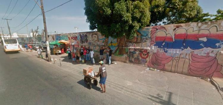 Vítimas estavam em ponto de ônibus quando foram baleadas - Foto: Reprodução | Google Maps