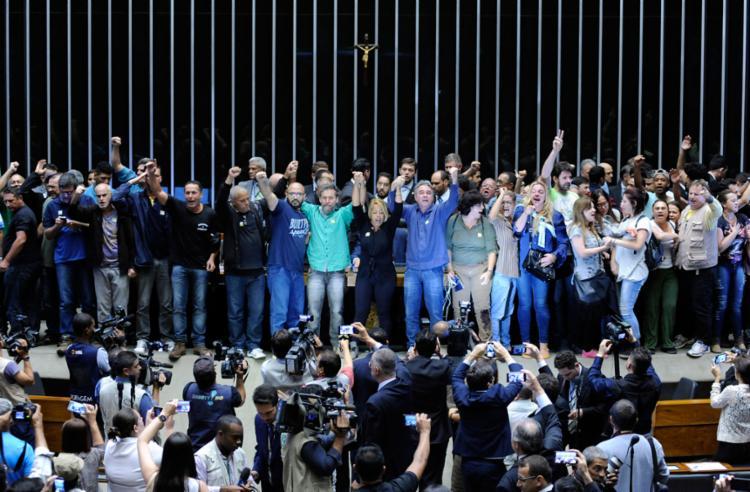 O grupo é formado por 50 pessoas de várias partes do país - Foto: Lucio Bernardo Jr. | Câmara Notícias