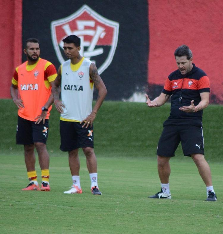 Time de Argel (D) terá Kieza (C) como centroavante e José Welison (E) como lateral direito - Foto: Francisco Galvão l EC Vitória