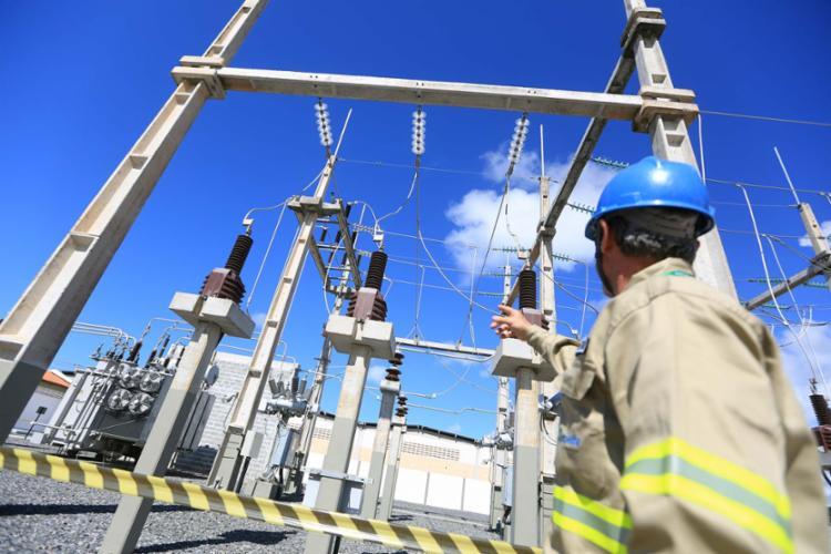 A falta de energia prejudicou alguns serviços, como telefonia e caixas eletrônicos - Foto: Joá Souza | Ag. A TARDE | 10.08.2016