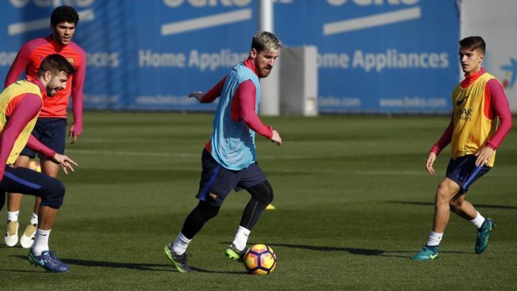 Messi no treino com bola na manhã desta quinta - Foto: Miguel Ruiz   FCB