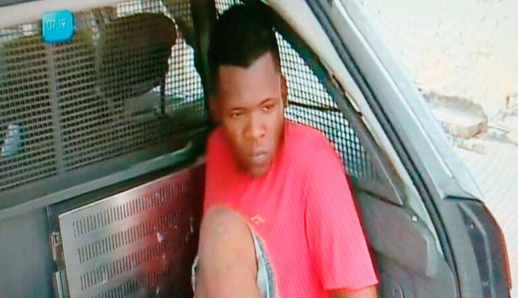 Homem foi preso em flagrante no bairro da Amaralina - Foto: Reprodução | TV Record
