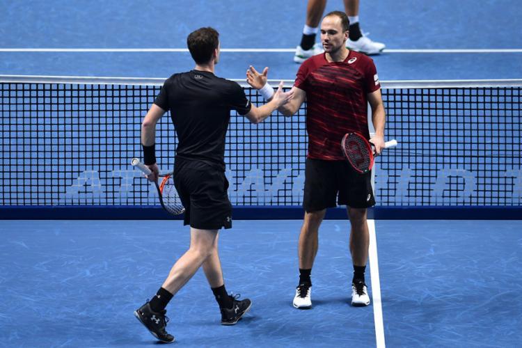 Soares (D) jogará ao lado do seu parceiro habitual, o escocês Jamie Murray - Foto: Glyn Kirk | AFP