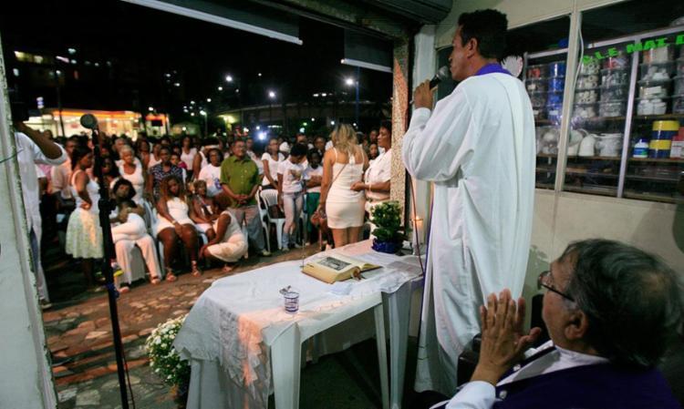 Missa foi celebrada no salão de Valdir, na Vasco da Gama - Foto: Mila Cordeiro | Ag. A TARDE