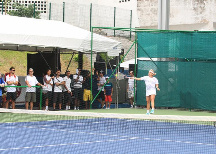 Evento reuniu cerca de 200 tenistas baianos, incluindo amadores e profissionais - Foto: Luciano da Matta l Ag. A TARDE