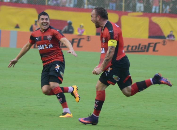 Willian Farias fez o primeiro gol da goleada no Barradão - Foto: Francisco Galvão / EC Vitória