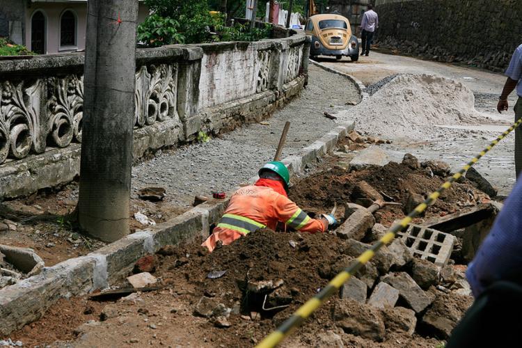 Andamento da requalificação e pavimentação de vias foi acompanhado ontem pelo governador Rui Costa - Foto: Xando Pereira l Ag. A TARDE