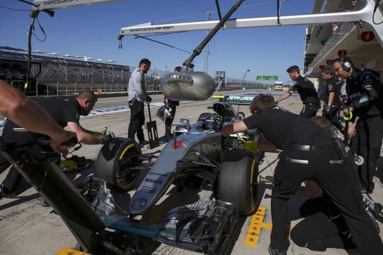 Rosberg e Hamilton escolheram pela utilização de um jogo de pneus duros - Foto: Reuters