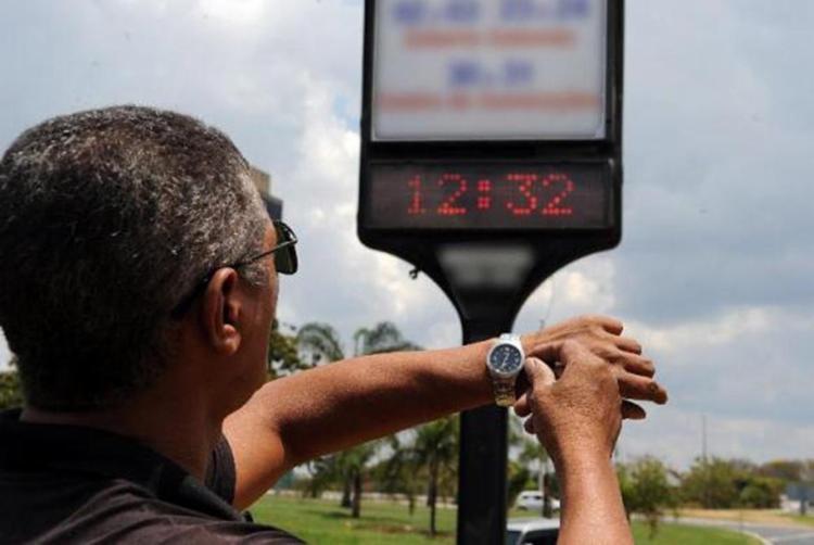 O horário de verão termina à meia-noite deste sábado, 18 - Foto: Agência Brasil l Arquivo