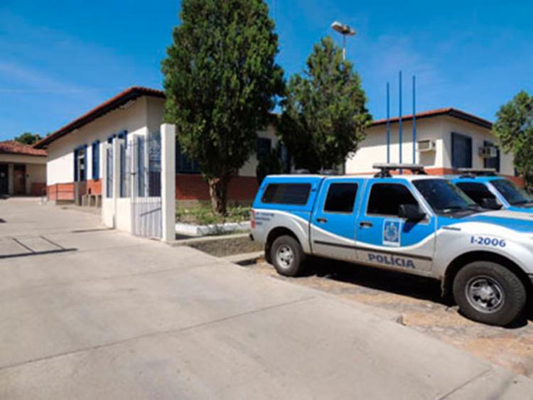 A mulher estava na frente de uma casa quando foi abordada pelos criminosos - Foto: Reprodução | Lay Amorim | Brumado Notícias
