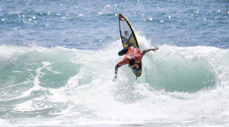 Gabriel Medina durante competição - Foto: Reprodução   Facebook   Gabriel Medina