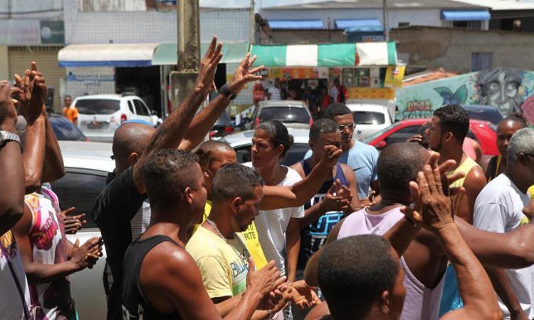 Ambulantes alegam que guardas municipais chegaram atirando - Foto: Xando Pereira   Ag. A TARDE