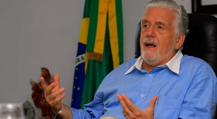 Jaques Wagner passou a manhã reunido com João Leão, vice-governador e secretário do Planejamento - Foto: Joá Souza | Ag. A TARDE | 27.12.2013