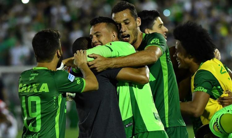 Jogadores da Chapecoense celebram ida à final da Sul-Americana - Foto: Nelson Almeida | AFP