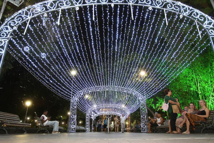 Peças de led em vários pontos da cidade tiveram investimento de cerca de R$ 4 mi - Foto: Mila Cordeiro l Ag. A TARDE