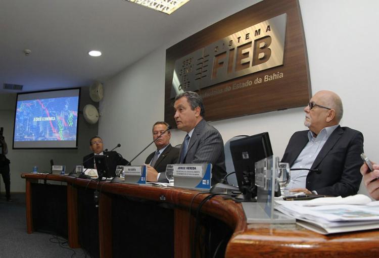 Rui também apresentou os investimentos no interior da Bahia, com destaque para a construção do Porto Sul e da Ferrovia de Integração Oeste-Leste - Foto: Manu Dias l Gov-BA