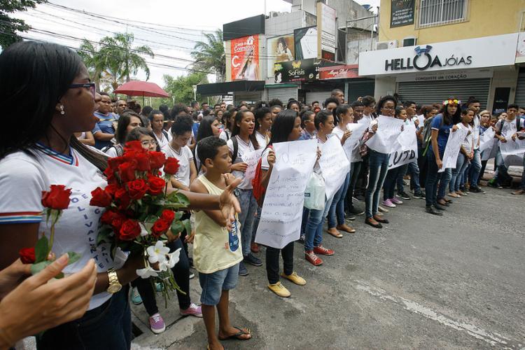 Estudantes prestaram tributo às vítimas da tragédia - Foto: Luciano da Matta l Ag. A TARDE