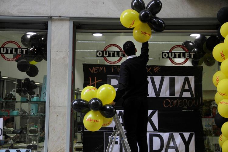 Black Friday é uma das apostas do comércio para aquecer as vendas e reduzir o prejuízo provocado pela crise - Foto: J. Duran Machfee l Futura Press l Estadão Conteúdo