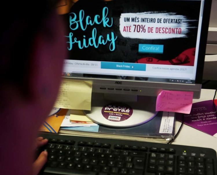 Órgãos de defesa do consumidor, como o Procon e a Proteste, monitoram lojas online para evitar fraudes - Foto: Joá Souza | Ag. A TARDE