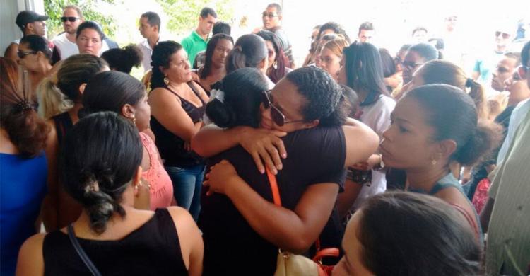 Familiares e amigos se emocionaram durante velório - Foto: Luciano da Matta   Ag. A TARDE
