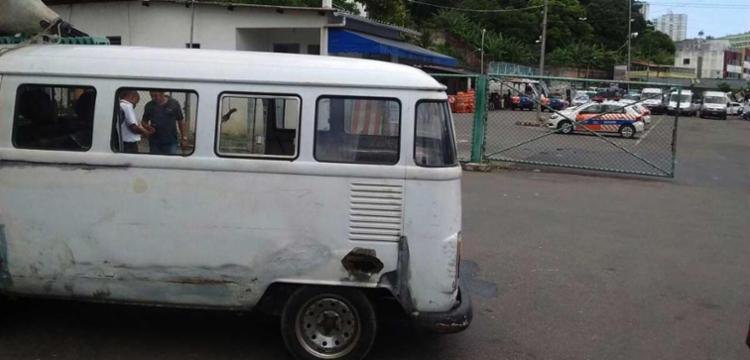 Após verificada regularidade do veículo, o condutor foi orientado e liberado - Foto: Ascom   Transalvador