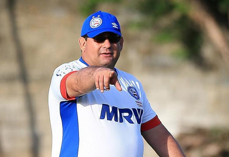 O maior risco que Guto Ferreira corre em sua passagem pelo Bahia acontece exatamente por ele não correr riscos - Foto: Felipe Oliveira l EC Bahia