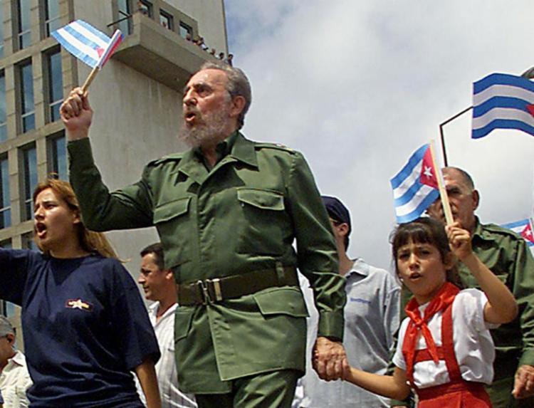 Fidel durante o desfile cívico de Cuba - Foto: AFP