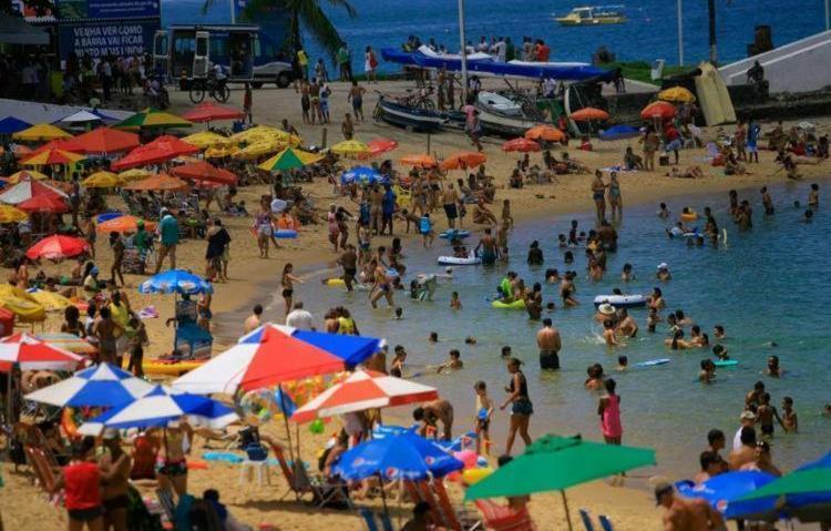 A praia do Farol da Barra é uma das impróprias para banho - Foto: Joá Souza | Ag. ATARDE