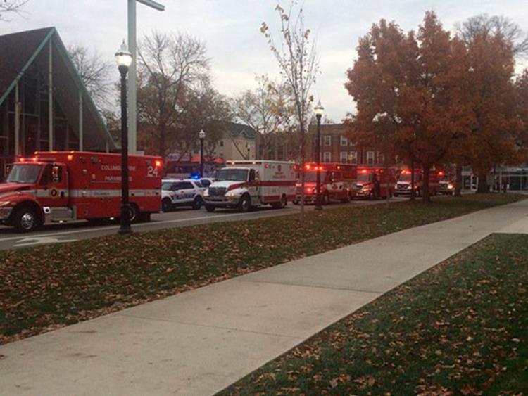 Ambulâncias e viaturas policiais cercam o campus - Foto: Reprodução | Twitter