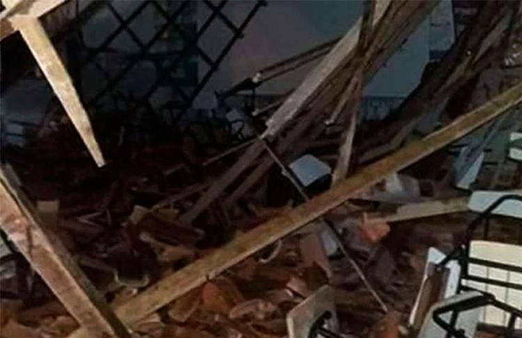 Vítimas assistiam aula quando teto desabou - Foto: Reprodução   Itamaraju Notícias