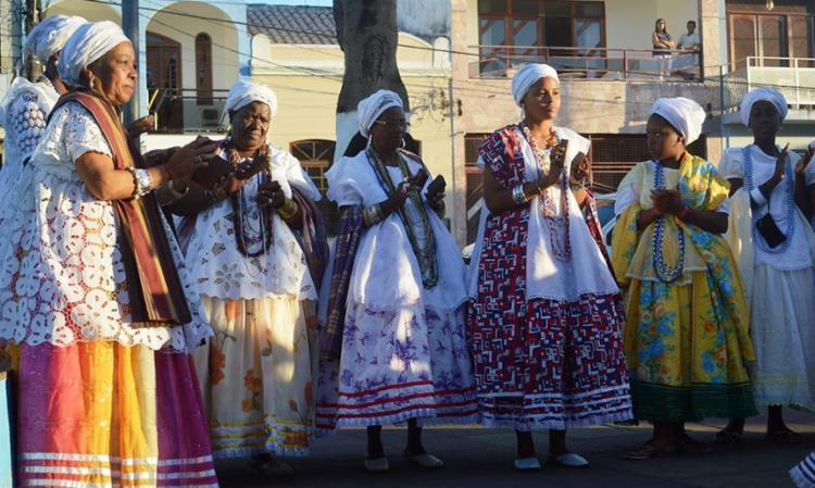 Samba de Dona Dalva é atração no sábado, entoando letras e canções que transformam e afirmam a memória social das mulheres - Foto: Caroline Moraes | Divulgação
