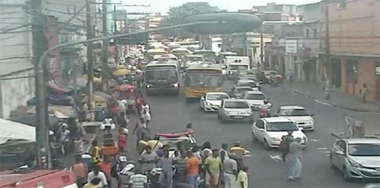 O acidente foi na rua Padre Antônio de Sá, sentido Comércio - Foto: Reprodução   Twitter   Transalvador