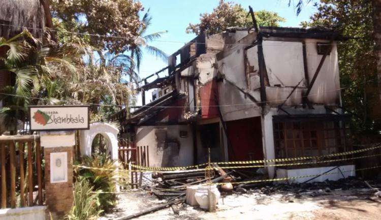 A causa do incêndio que atingiu a pousada Shambhala ainda é desconhecida - Foto: Reprodução | Itacaré Urgente