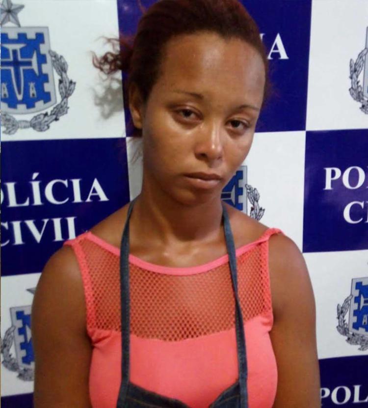 Jamile foi autuada em flagrante por tráfico de drogas e conduzida à unidade policial - Foto: Polícia Civil   Divulgação