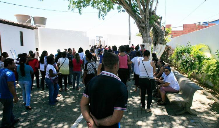 Cerca de 100 pessoas, entre parentes e amigos, foram se despedir de João Marley - Foto: Edilson Lima | Ag. A TARDE