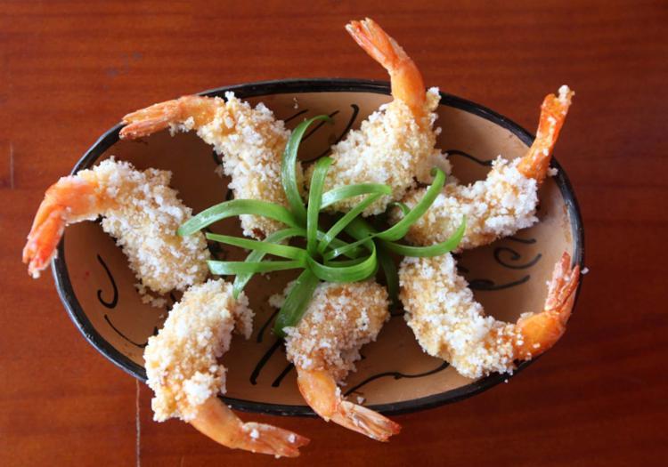 O croquete de camarão do restaurante Sotero é empanado em farinha de tapioca granulada - Foto: Luciano da Matta | Ag. A TARDE