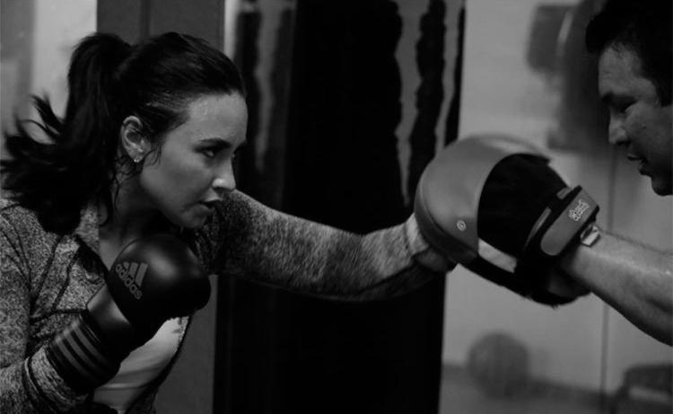 A cantora Demi Lovato tem revelado para seus fãs que a seguem nas redes sociais que está gostando de praticar boxe - Foto: Reprodução | Instagram